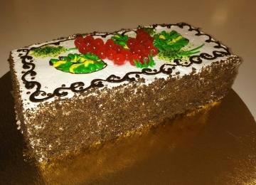 Торт «Черемуховый со сметанным кремом» - бисквит черемуховый, крем сметанный, декор – сливки и мармелад ягодный. Стоимость – 490 руб./кг.